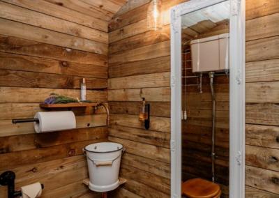 Cosy shepherd hut design to the interior of Nomadic Washrooms.